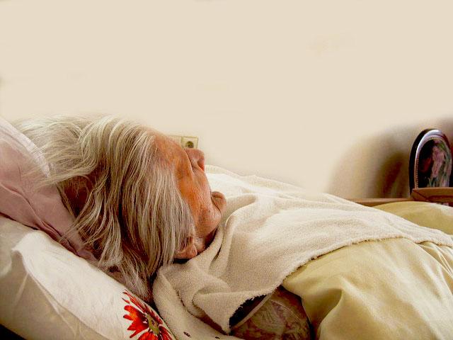 Người già cần có nằm trên những loại nệm phù hợp hơn